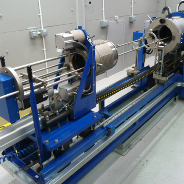 Pressure vessel for testing subsea electrical connectors