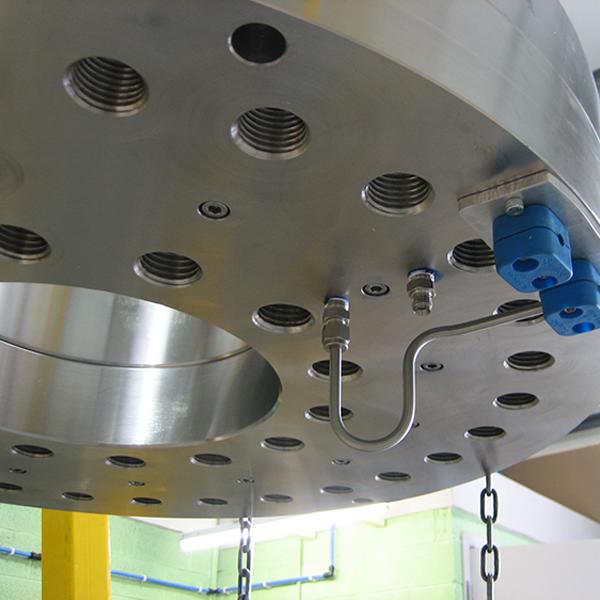 Pressure testing subsea valve seals